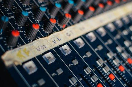 Компания звукового оборудования для музыки Инди (Сингапур): поиск инвестиций